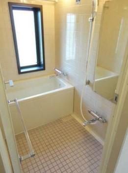 浴室乾燥機、追い焚き機能付きバス。