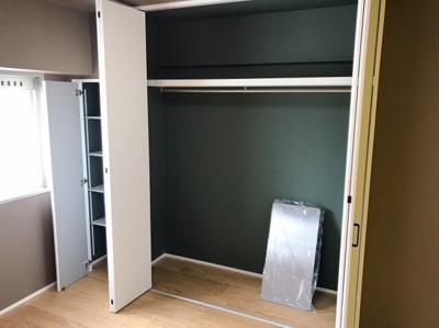 約4.8帖の洋室の収納です♪