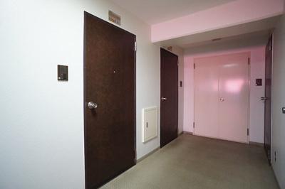 共用廊下はホテルライクな内廊下スタイル♪