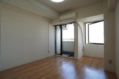 2つの窓で明るい洋室♪