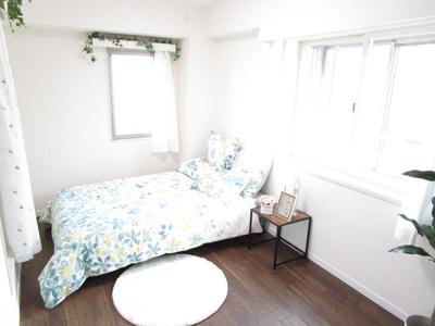 7.0帖のメインベッドルーム♪嬉しいウオークインクローゼット付洋室!2面採光で風通し良好です!