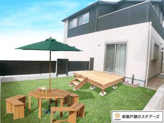 駐車スペース並列2台+広々お庭付き♪(写真はイメージです) LDKのはきだし窓からお庭に出れます! 水栓も設置してあるので夏はプール遊びも良いですね♪