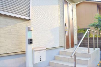 玄関アプローチの様子 ※同仕様写真