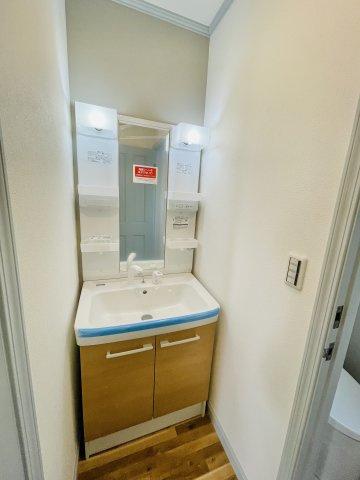 2階洗面台です 本日、建物内覧できます。お電話下さい!