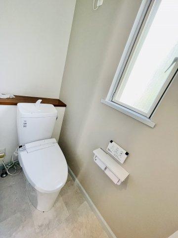 2階トイレです 本日、建物内覧できます。お電話下さい!