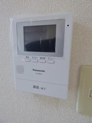 モニタホン付♪玄関開けずに来客確認ができ一人暮らしでも安心♪ ※掲載画像は同タイプの室内画像のためイメージとしてご参照ください。