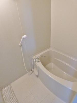 浴室は排水溝大き目で水はけ良し♪ ※掲載画像は同タイプの室内画像のためイメージとしてご参照ください。