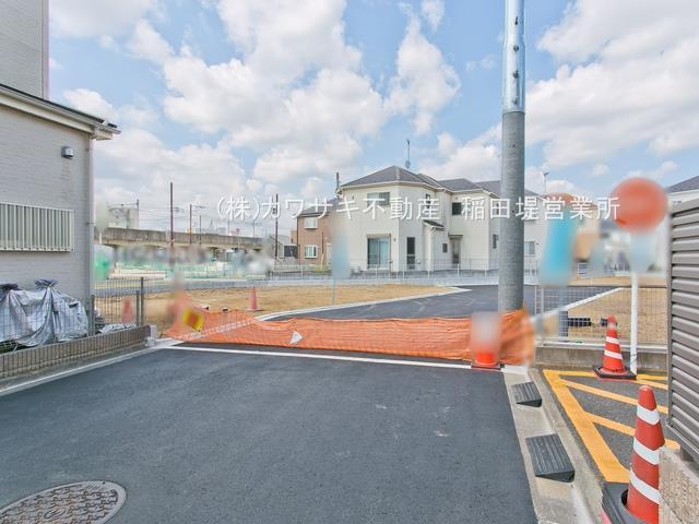 【前面道路含む現地写真】稲城長沼 ゆったり正味48坪の建築条件なし売地