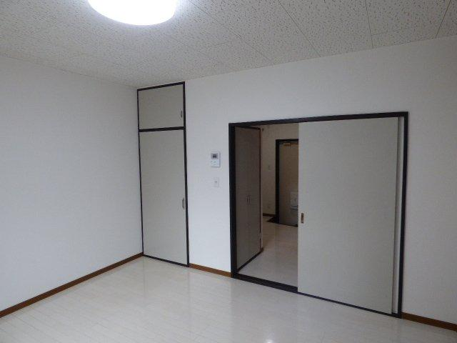 居室ドアは引戸なのでお部屋を圧迫せず広く使えます♪