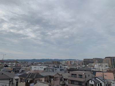 4階からの眺望です。高い建物がないので遠くまで見えます。
