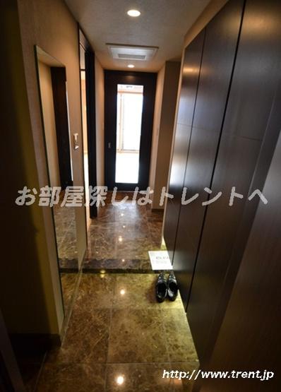 【玄関】ファーストリアルタワー新宿