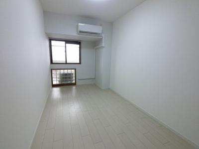 7.3帖の洋室は主寝室にいかがでしょうか。