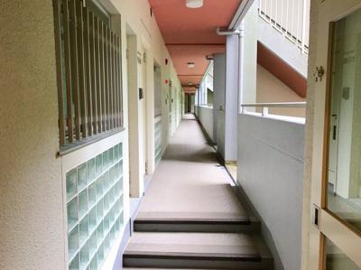 エントランスからお部屋までのアプローチです♪今回の物件は1階のため、エレベーターを使いません♪