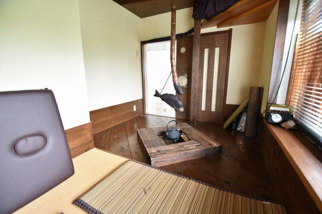 2階の和洋室は7.1帖です。約2帖分の畳スペースと囲炉裏を設置。和と洋を同時に楽しめる素敵な空間を楽しめます。