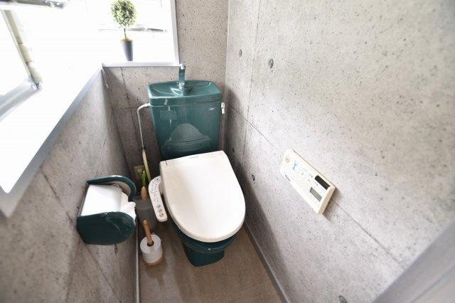 2階トイレ 2方向からの明かりで明るく落ち着きのある仕上がりです。