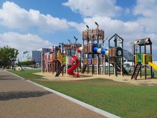 大枝公園までスグ!小学生以上のお子様が楽しめる遊具や、小さなお子様が遊べる遊具・広いスペースが揃っています