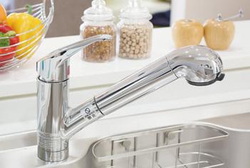 浄水器一体型シャワー 引出し式のハンドシャワーヘッドに、手元で浄水と原水の切り替えができる浄水器を内蔵した水栓です。