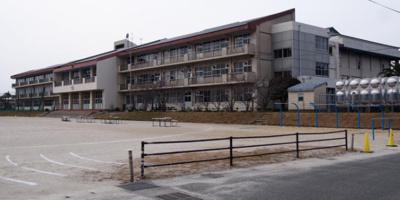 須恵町立須恵東中学校まで1654mです。
