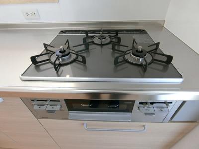 キッチンは3口コンロとなっております。