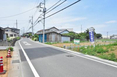 【前面道路含む現地写真】鴻巣市原馬室 売地2区画