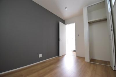 アクセントクロスが効いた上質な自分だけの時間を贅沢に過ごせる居室となっています。
