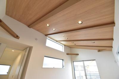 随所に感じる空間をうまく利用して居心地の良い場所を目指した贅沢な環境を演出する邸宅。