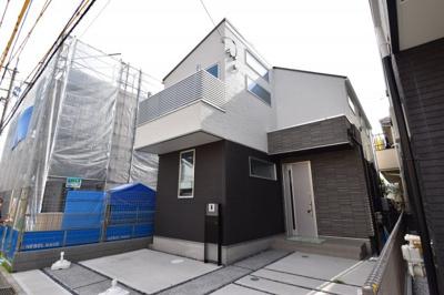 採光や風通しを考え設計された間取り、近隣との視線を考え調整される窓位置。住む方の心地よさを最優先。