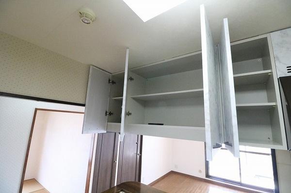 吊戸棚付きのキッチンで沢山収納出来ます♪