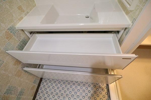 バスタオルや洗面用具などを治せる便利な収納♪