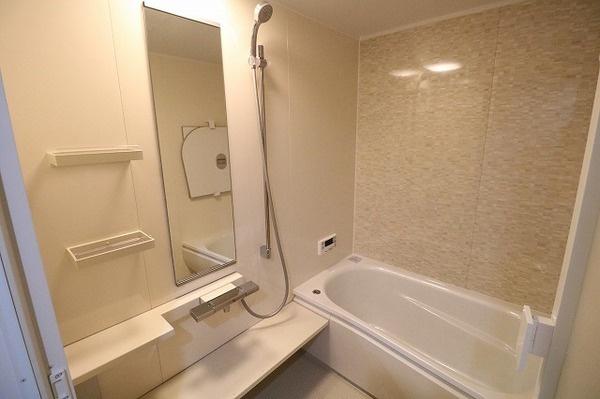 毎日の疲れを癒すゆとりある浴室♪