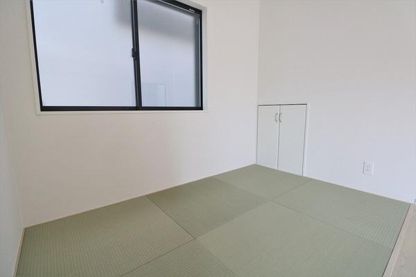 【和室】 1階リビング横の3帖のタタミコーナー♪