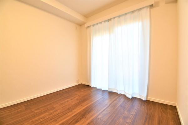 5帖のお部屋には収納を完備しております! クローゼットがあるとお部屋も広く使えて助かりますね!