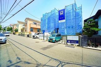 前面道路も広く、お車の駐車もしやすいです! 充実した住宅設備のある新築物件!!