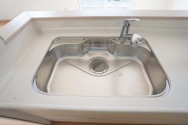 【同仕様施工例】広いシンクなのでお鍋やフライパンもラクラク洗えます。