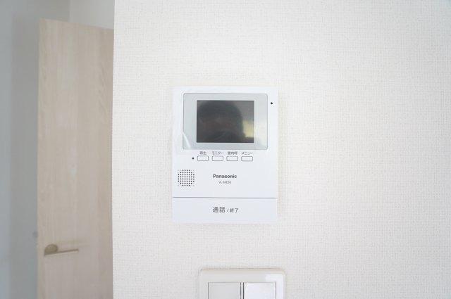 【同仕様施工例】来客をTVモニターで確認できます。防犯面も安心ですね。