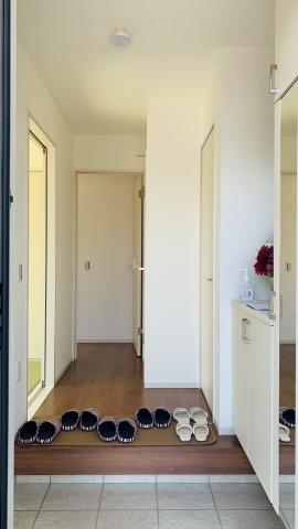 【同仕様施工例】鏡面収納で洗面まわりの小物が収納できて見た目すっきり!