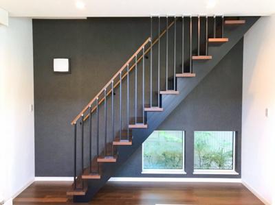 リビング階段です♪用がなくとも上り下りしたくなるようなオシャレな階段です♪