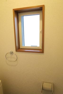 トイレには、窓がついています