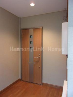 YJビルのシンプルで使いやすい玄関です