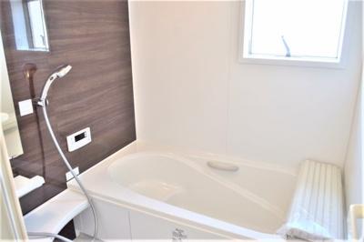 浴室換気乾燥暖房機付きの一坪バス。オールシーズン快適なバスタイムが実現します。 ※参考:同社施工他現場写真