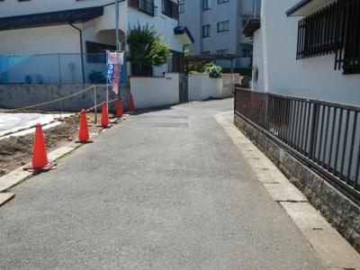 前面道路は交通量も少なく(住民の方しか入ってきません)駐車もしやすいです!