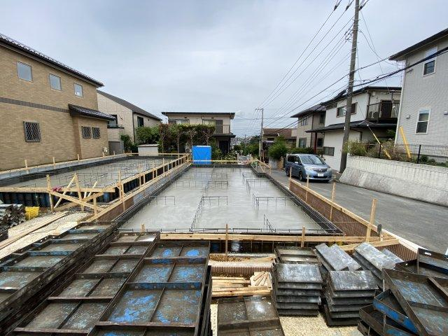 敷地は約30坪超えで駐車スペースは2台可能です。
