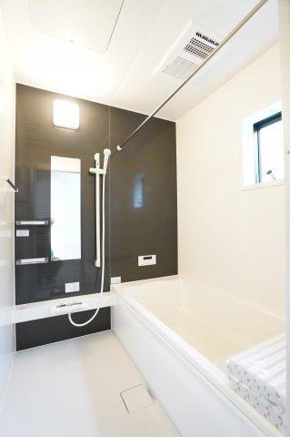 【同仕様施工例】浴室乾燥機付の一坪バスです。お子様と一緒に入れる広さです。