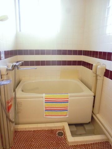 清潔感のある浴室です♪ゆったりお風呂に浸かって一日の疲れもすっきりリフレッシュできますね☆窓があるので湿気対策OK!※参考写真※