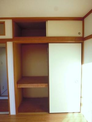 洋室6帖のお部屋にある収納スペースです♪お部屋がすっきり片付いて快適に!※参考写真※
