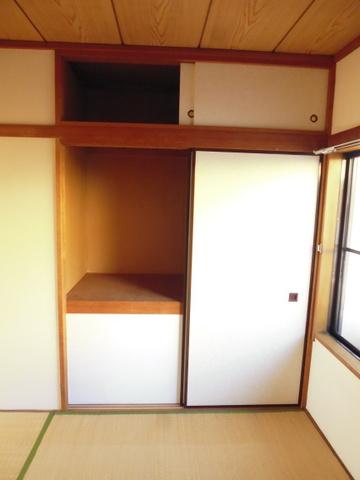 和室4.5帖にある押入れです♪押入れは寝具など、かさ張りやすいものの収納にぴったり☆※参考写真※