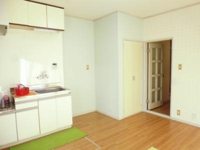 1階・7.5帖のダイニングキッチンは収納スペース・床下収納があります!広めのキッチンスペースで毎日楽しくお料理もできますね!※参考写真※