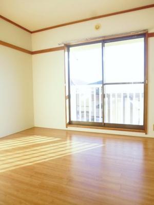 2階・バルコニーに繋がる南西向き角部屋二面採光洋室6帖のお部屋です!寝室や子供部屋としておすすめです☆勉強も捗りそう!※参考写真※