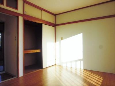 2階・収納スペースのある洋室6帖のお部屋です!荷物を収納できてお部屋がすっきり片付きます☆※参考写真※