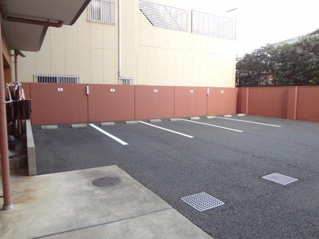 敷地内駐車場(抽選による)